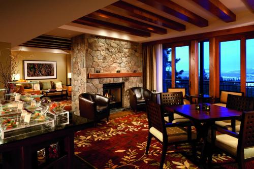 Mountain View - One-Bedroom Suite