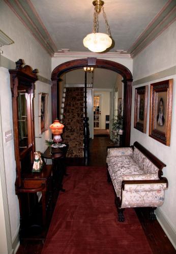 The Mariner King Inn - Lunenburg, NS B0J2C0