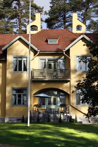 Villa Urhola, Kruunupuisto