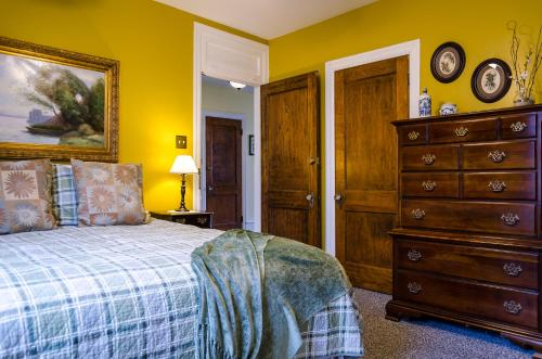 Carisbrooke Inn Bed & Breakfast - Ventnor City, NJ 08406
