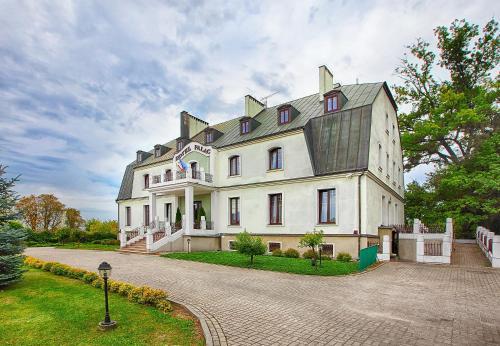 . Hotel Pałac w Myślęcinku