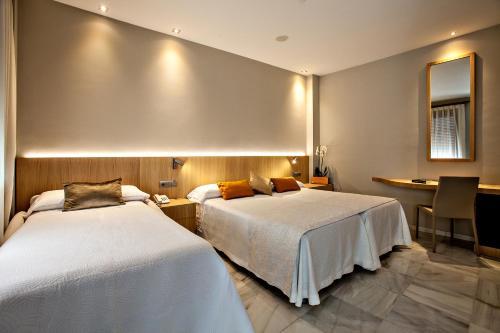 Dreibettzimmer Hotel Barrameda 4