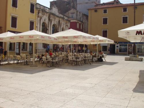 Apartment Poluotok, Pension in Zadar
