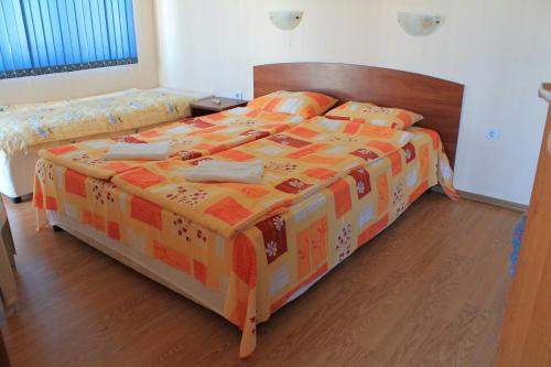 Apartament cu balcon (Apartment with Balcony)