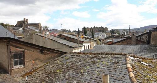 Habitación con cama grande  Las Doñas del Portazgo 11