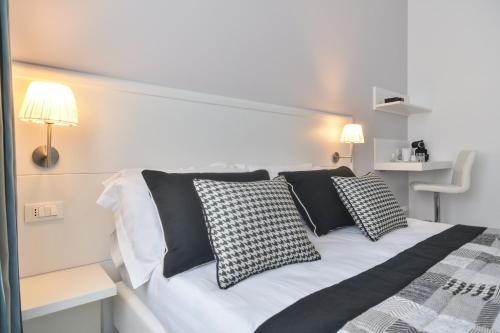 Фото отеля Lata Luxury Rooms