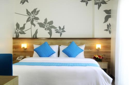 Special Offer - One-Bedroom Suite with free Airport Transfers