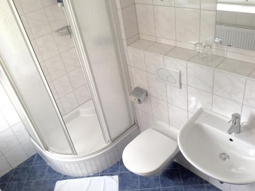 Cameră cvadruplă cu baie privată. (Quadruple Room with Private Bathroom)
