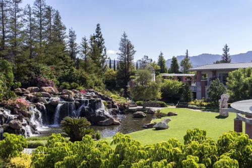 . Four Seasons Hotel Westlake Village