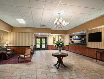 Days Inn By Wyndham Butler Conference Center - Butler, PA 16001