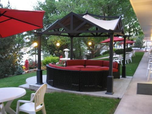 . River Terrace Inn