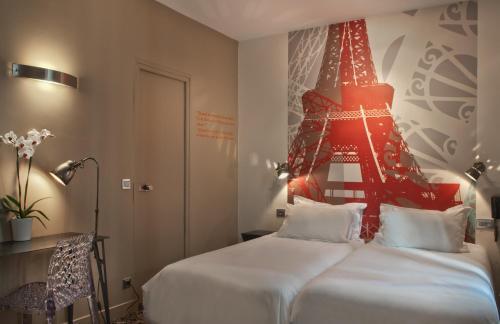 Hotel Alpha Paris Tour Eiffel by Patrick Hayat photo 10
