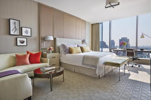 Four Seasons Hotel Toronto at Yorkville Photo 13