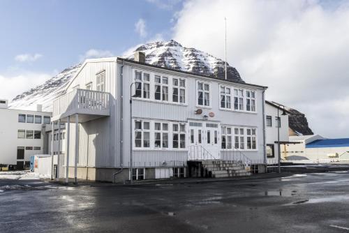 . Einarshúsid Guesthouse