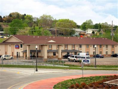 . Express Inn & Suites Junction City