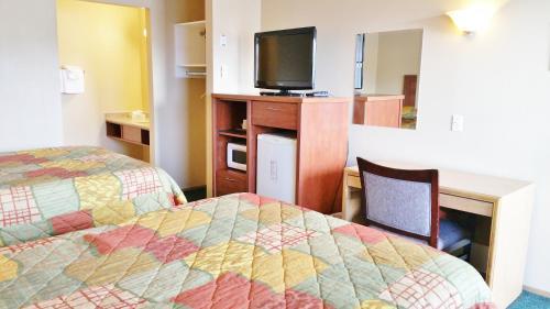 Alpine Motel - image 14