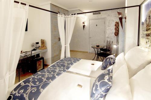 Triple Room with Balcony-Sierra de Cabezón de Oro Boutique Hotel Sierra de Alicante 10