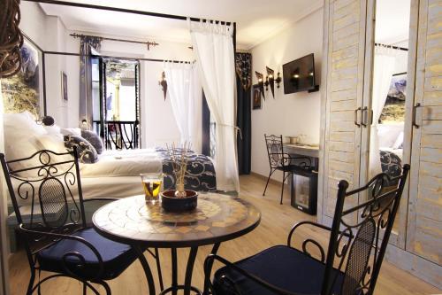 Triple Room with Balcony-Sierra de Cabezón de Oro Boutique Hotel Sierra de Alicante 11