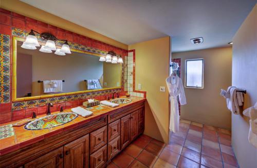 Hacienda Del Sol Guest Ranch Resort, 5501 North Hacienda del Sol Road, Tucson, Arizona 85718, United States.