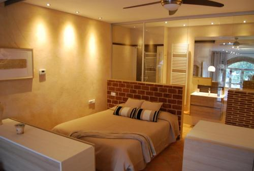Suite King dengan Balkoni   (King Suite with Balcony)