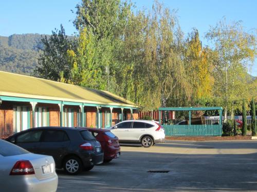 . Snowgum Motel