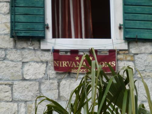 Nirvana Rooms & Apartments Hostal