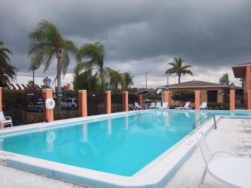 Americas Best Value Inn Florida Turnpike & I-95 - Fort Pierce, FL 34945