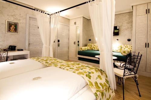 Suite with Balcony-Sierra de Carrasqueta Boutique Hotel Sierra de Alicante 9
