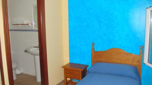 Quarto Individual com Casa de Banho Privativa  (Single Room with Private Bathroom)