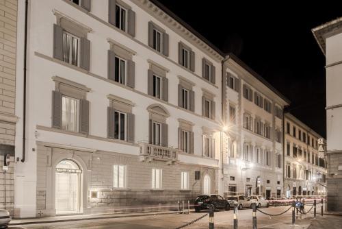 Piazza della Indipendenza, 7, 50129 Florence FI, Italy.