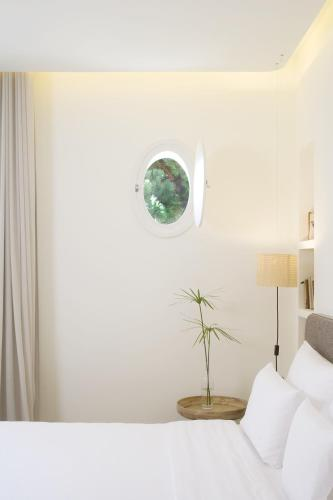 Double Room with Garden View and Balcony Hostal Spa Empúries 13