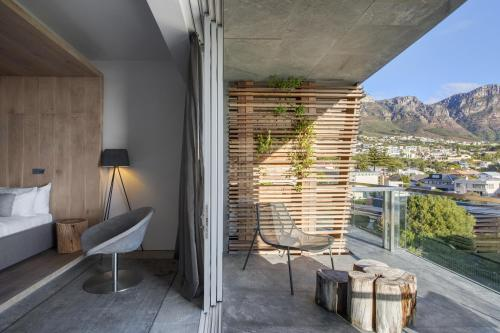 3 Argyle Road, Camps Bay, Cape Town, South Africa.