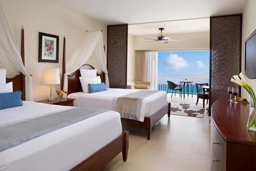 Junior Suite Ocean Front Double