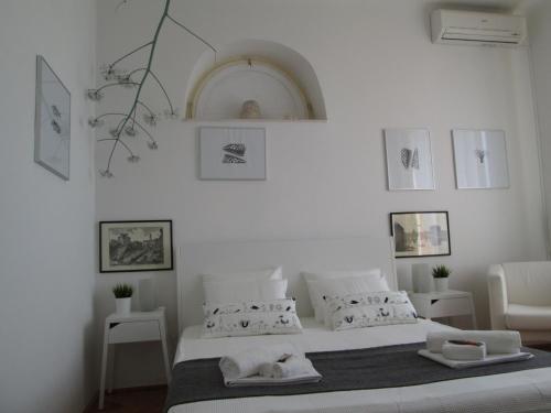 Hotel St. Lazarus Room