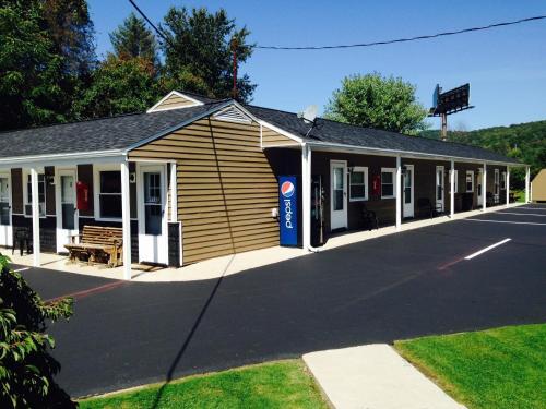 . The New Lantern Motel