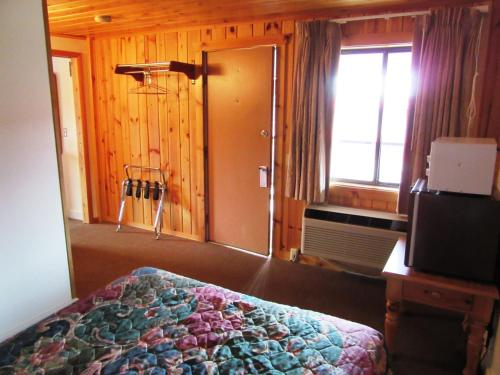 Travelers Lodge - West Yellowstone, MT 59758