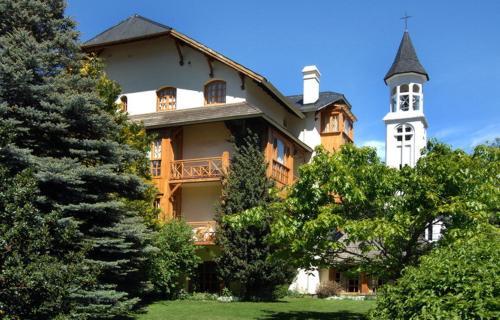 . Hotel y Cabañas Le Village