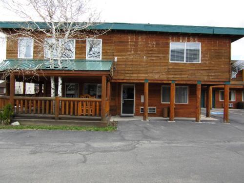 Yellowstone Country Inn - West Yellowstone, MT 59758