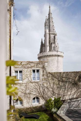 3 Rue de la Monnaie, 17000 La Rochelle, France.