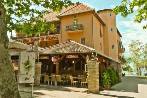 . Hotel La Riva
