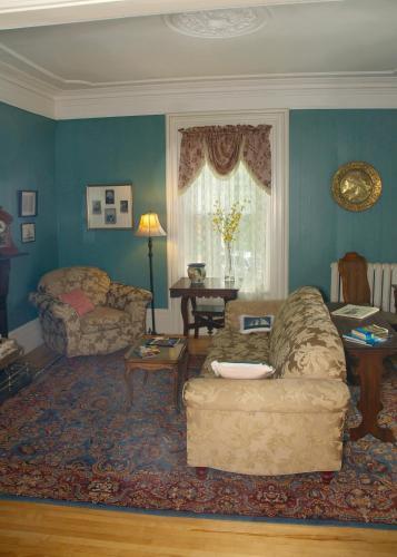 Bluenose Lodge - Lunenburg, NS B0J 2C0