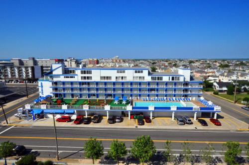 . Admiral Resort Motel