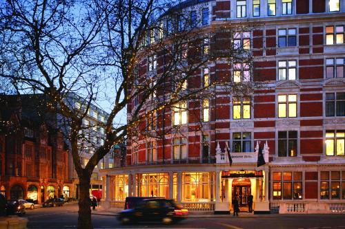 Carlos Place, Mayfair, London, W1K 2AL, England.