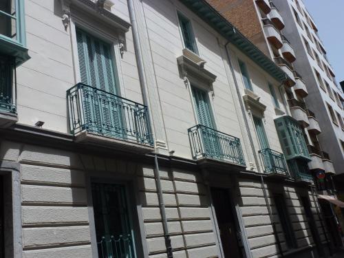 Calle Puente Castañeda, 4, 18005 Granada, Spain.