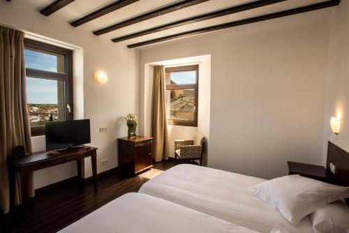 Double or Twin Room with City View Palacio del Infante Don Juan Manuel Hotel Spa 6