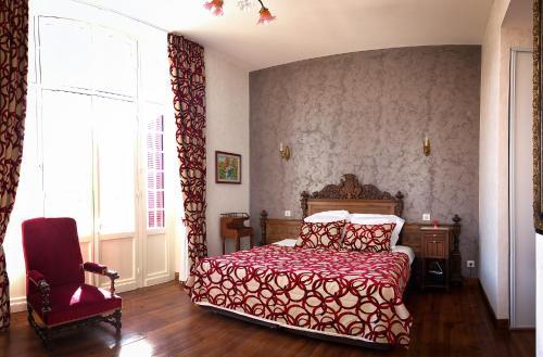 22 Rue Docteur Bossarie, 65100, Lourdes, France.