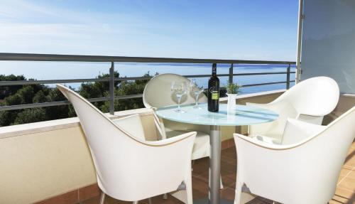 Apartamento com 2 Quartos e Varanda (Two-Bedroom Apartment with Balcony)