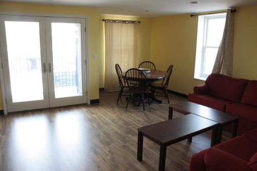 Beach Fantasy Apartment Suites - Old Orchard Beach, ME 04064