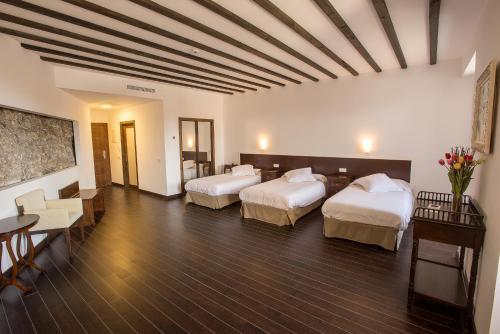 Habitación Triple Palacio del Infante Don Juan Manuel Hotel Spa 7