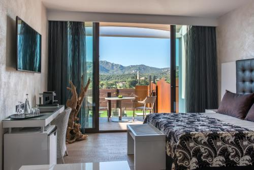 Suite with Jacuzzi® and Private Garden Mas Tapiolas Suites Natura 37